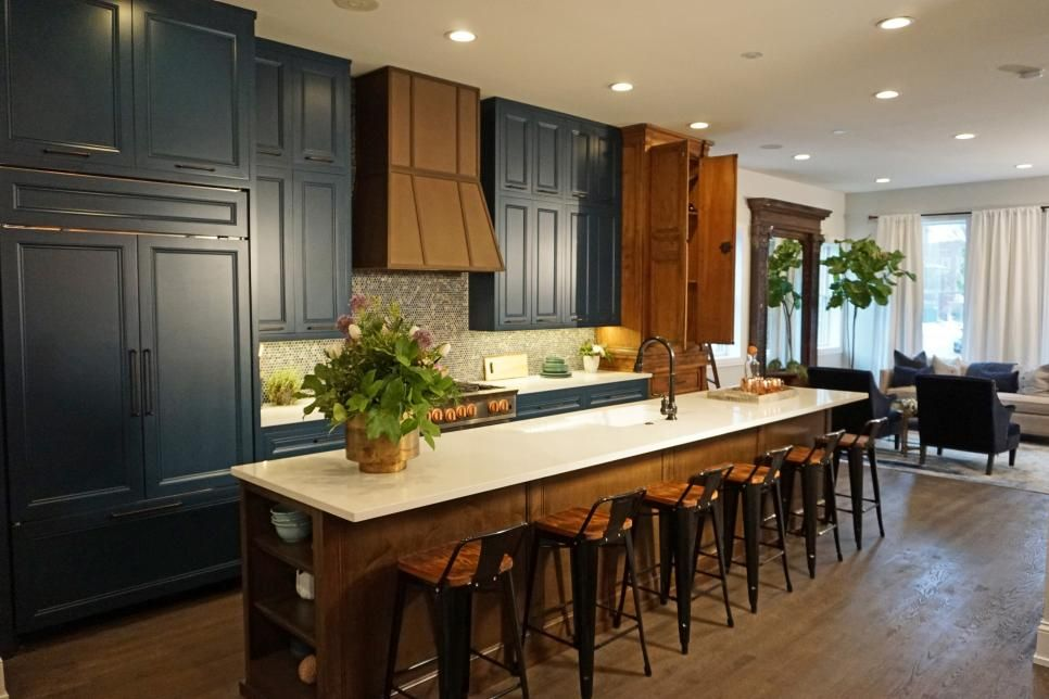 Host And Designer Of Both Diy Network S Kitchen Crashers And Hgtv S Windy City Rehab Alison Victoria Is A Pro Alison Victoria Living Room Makeover Home Decor