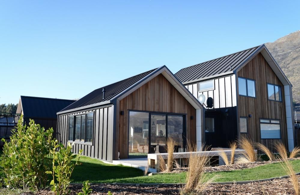 Exterior cedar tray cladding architectural home nz for Modern new zealand homes