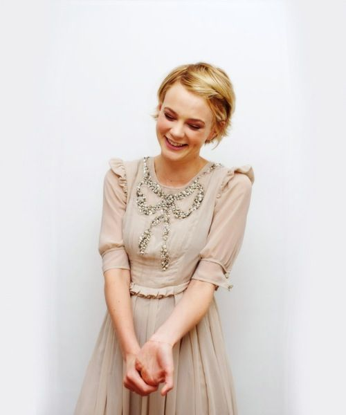 I love Carey Mulligan in this Marc Jacobs dress. She wears it so well.