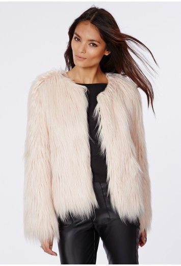 Manteau en fausse fourrure à poils longs Cassie nude - Vestes et manteaux - Missguided