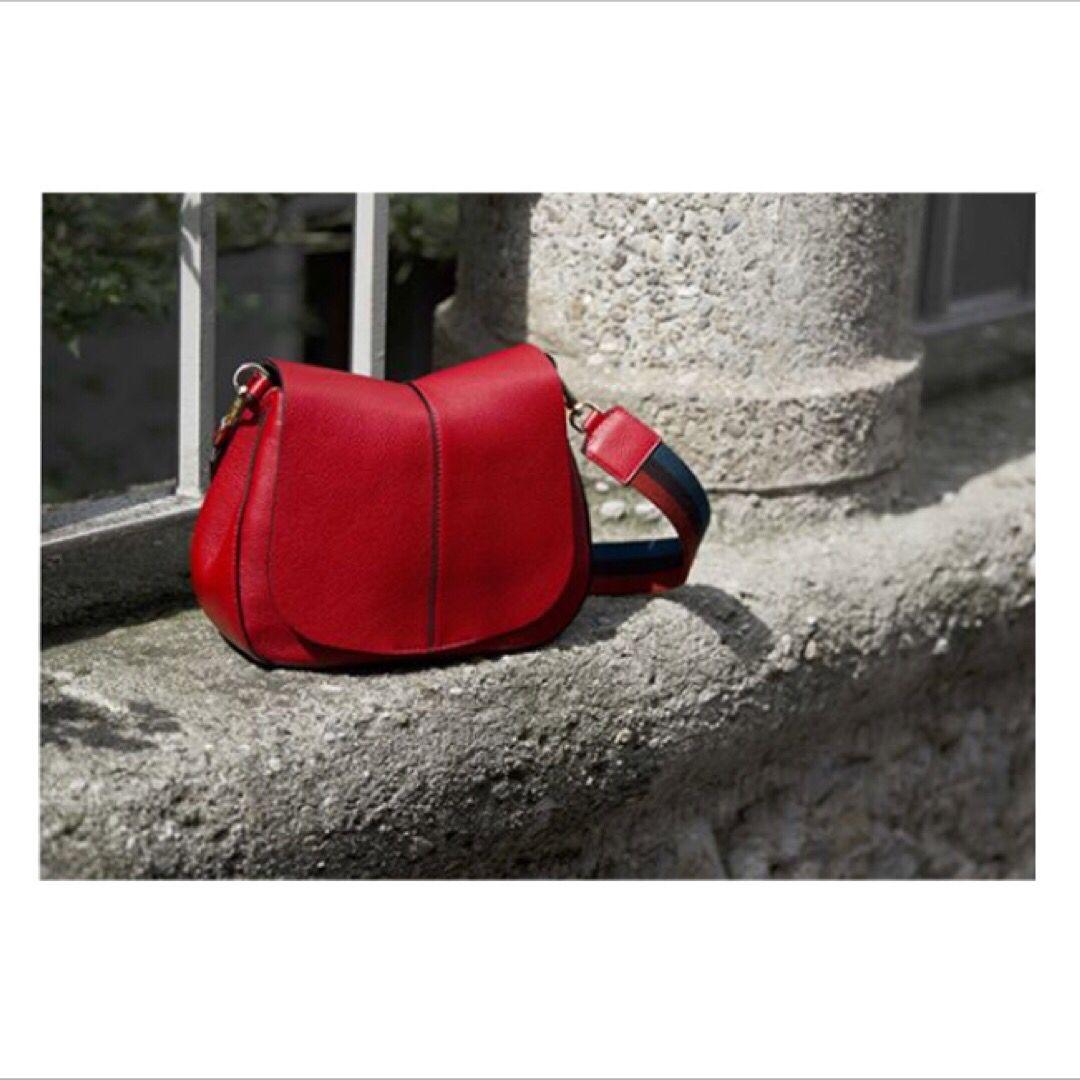 Helena Round 6037 è un modello proposto dal brand Gianni Chiarini per la  collezione Autunno- d4d14f0e291