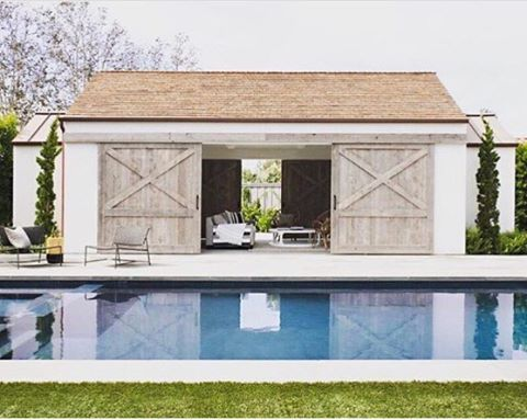 Sliding Barn Doors For This Pool House Raili Ca Design Modern Pool House Pool House Designs Modern Pools