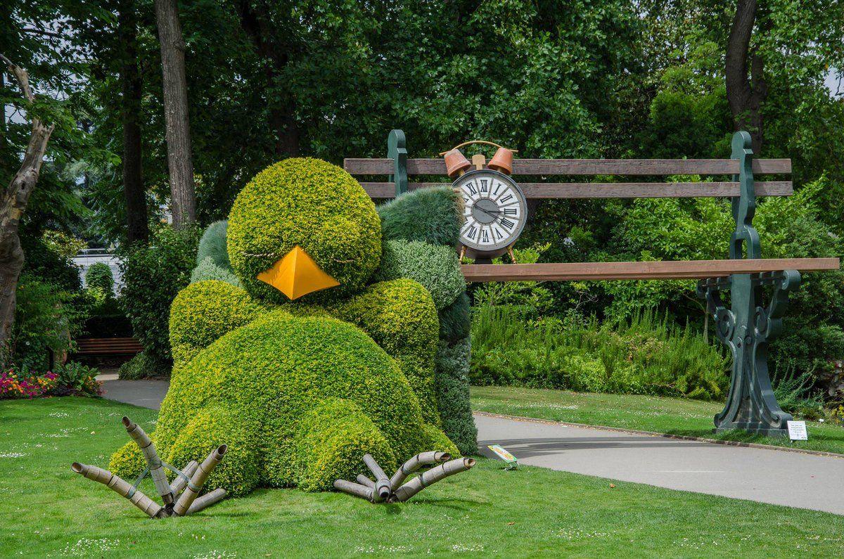 Petite sieste pour le #Poussin de #Ponti au Jardin des ...