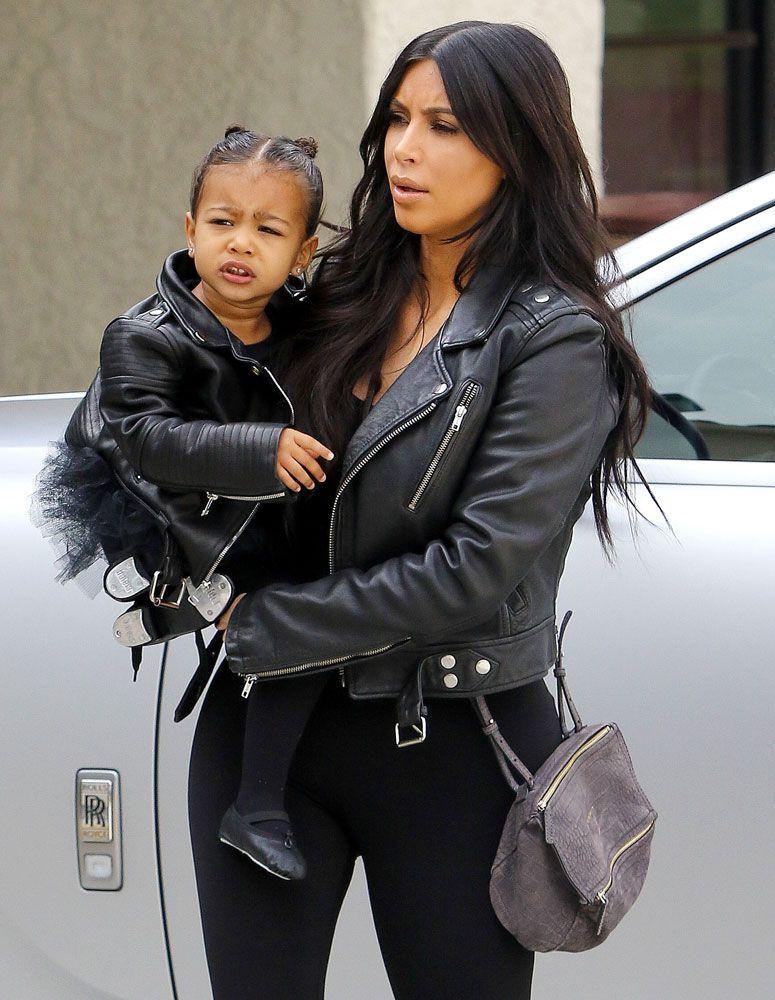 08438b85b0 Kim-Kardashian-Givenchy-Mini-Pandora-Bag-5