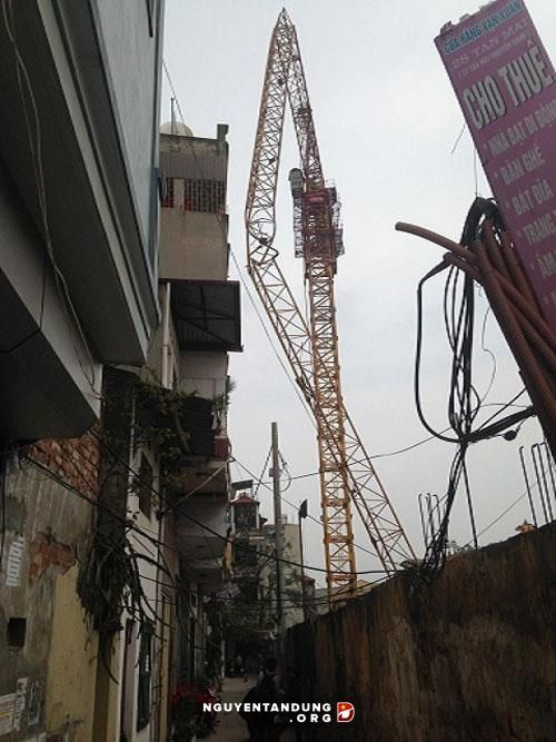 Hà Nội: Di dời 8 hộ dân để tháo dỡ cần cẩu gãy đổ