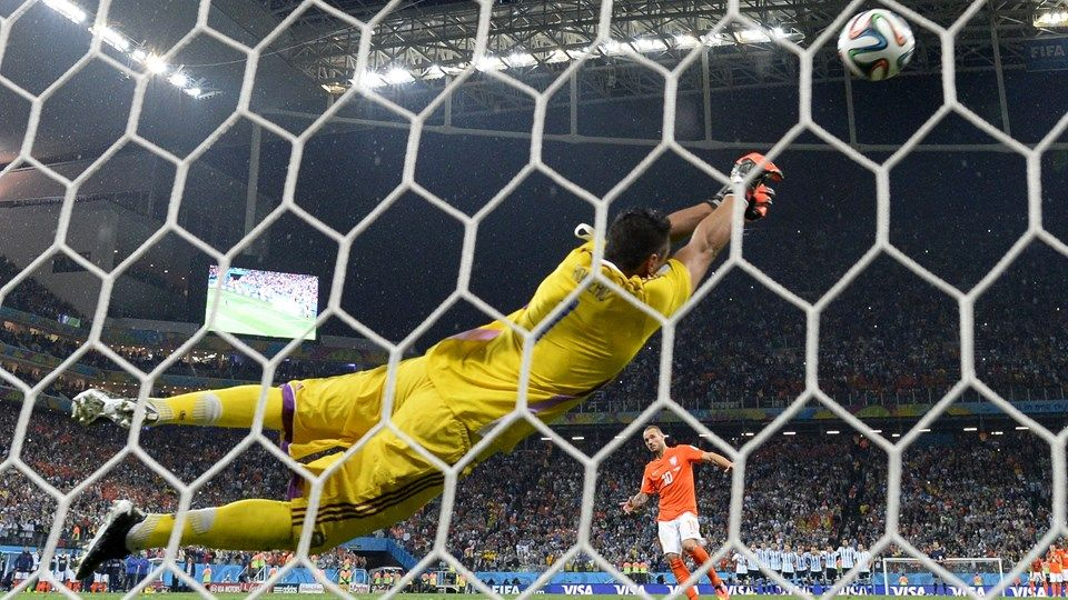 Sergio Romero Was The Hero For Argentina Saving Two Penalties And Sending Them To The World Cup Final Netherlands 0 0 Argentin World Cup Fifa Fifa World Cup