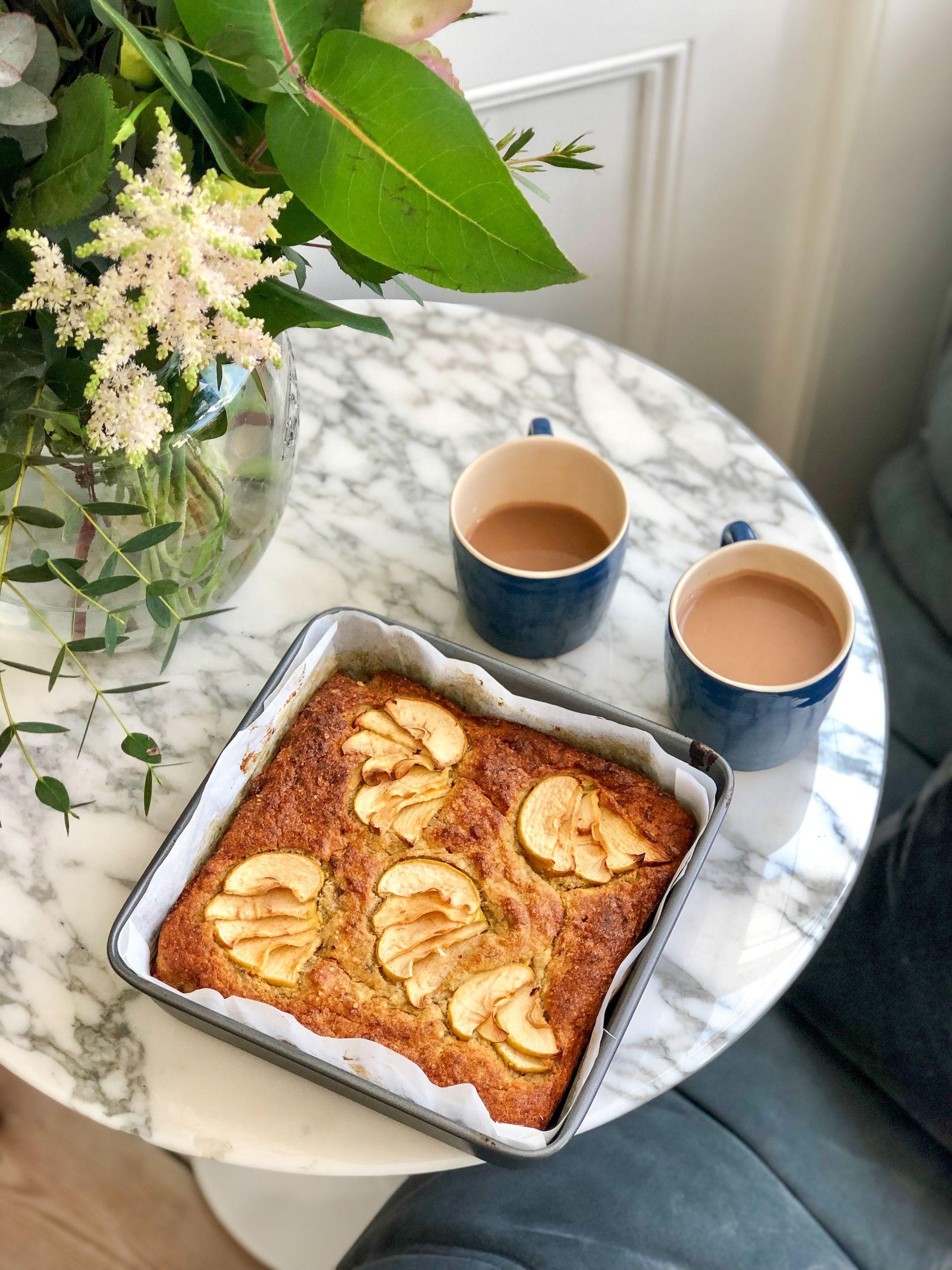 Apple banana tray bake cake tray bakes no bake cake