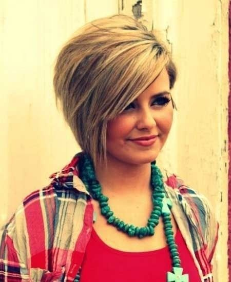 12 Short Hairstyles for Round Faces: Women Haircut