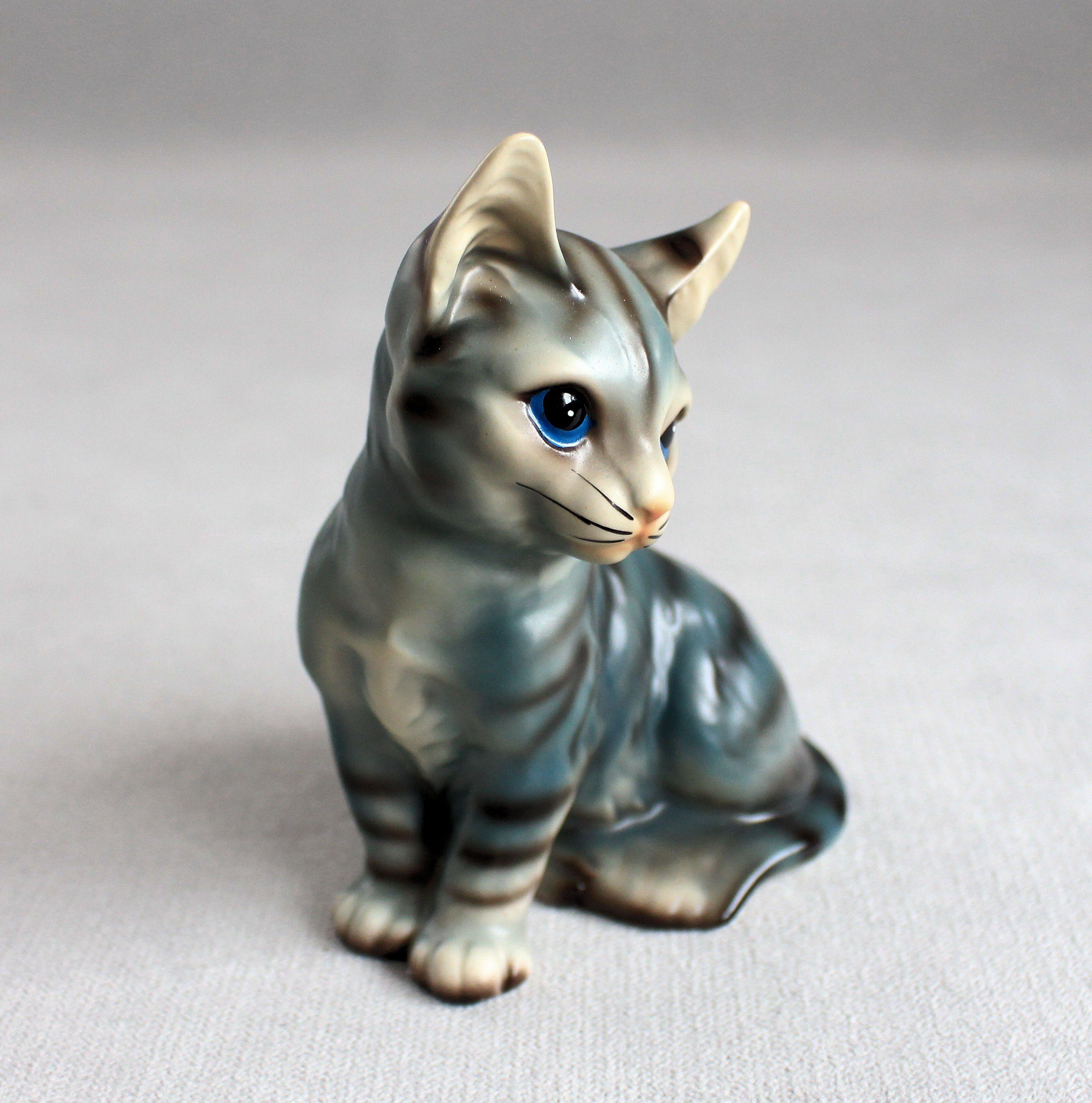 Vintage Ceramic Cat Porcelain Cat Figurines Blue Eyes Cat Blue And Brown Kitten Fine Ceramic Japanese Art Siamese Ca In 2020 Cute Baby Animals Brown Kitten Kitten