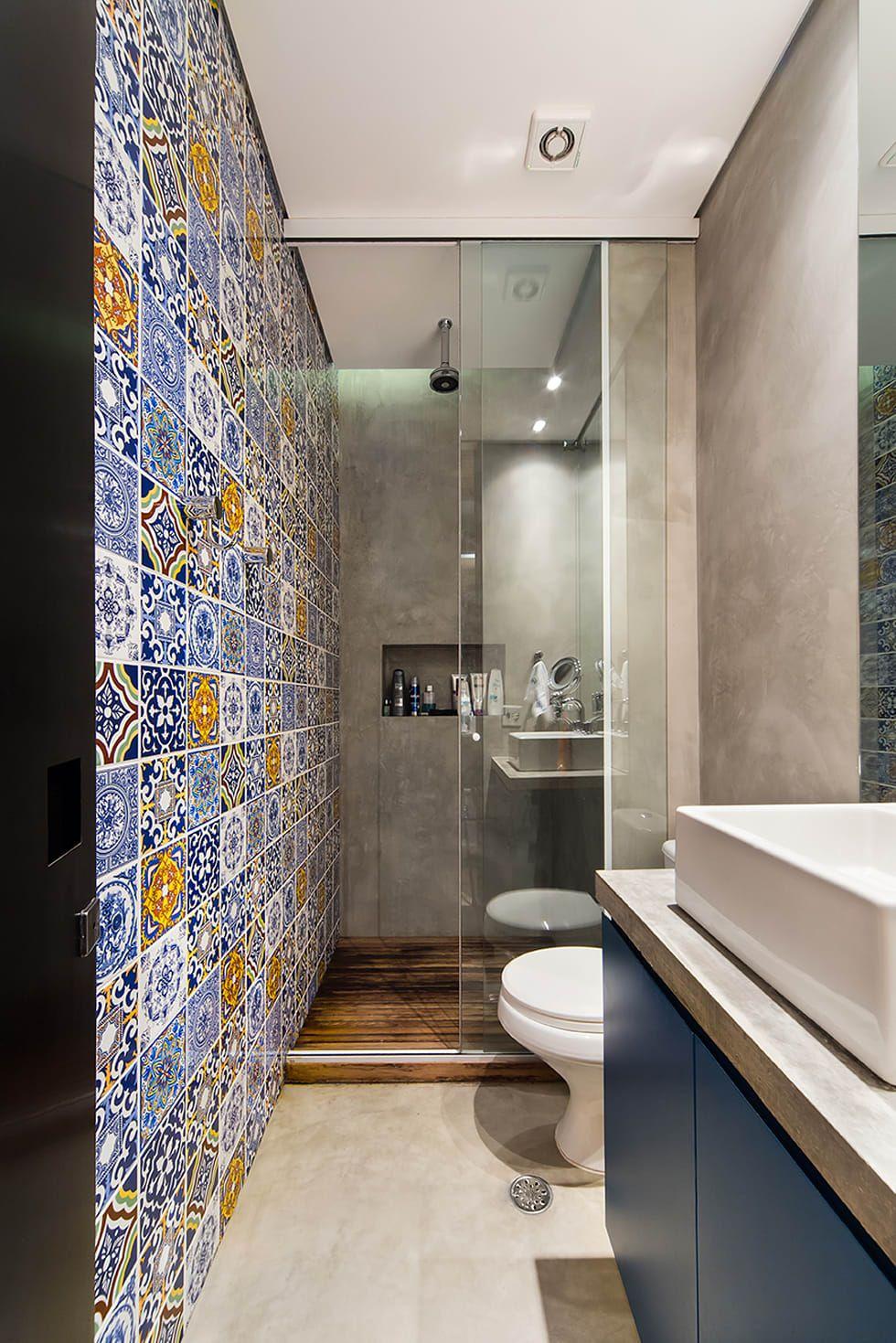 Banheiro estreito e comprido