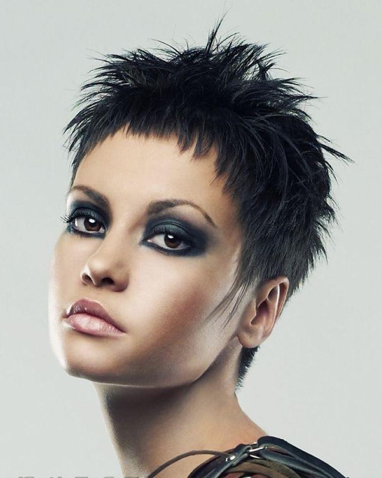 Acconciature capelli molto corti