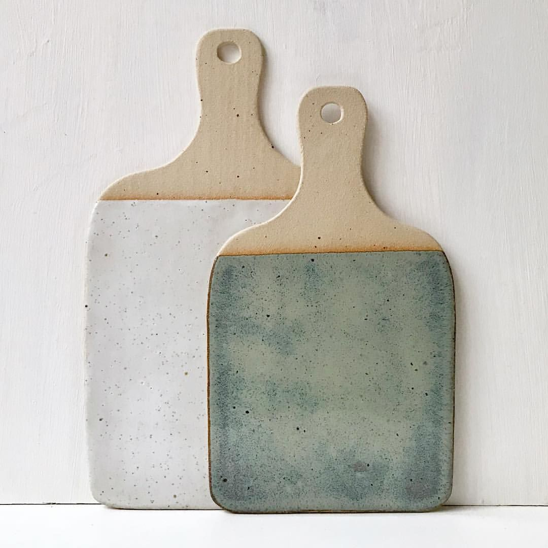 I have loads of boards drying and more to be making.. ཾ ཾ ཾ ཾ ཾ ཾ ཾ #thesupersparrow #ceramics #pottery #tableware #foodie #rustic… #ceramicpottery