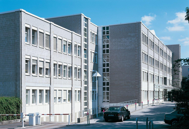 Fernmeldeamt, Mainz — Stahlbeton-Skelettbau in topografisch ...