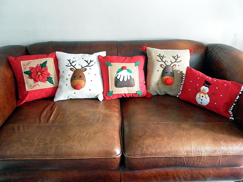Handmade Christmas cushions for your home will add a beautiful touch this Christmas. A gorgeous range of handmade Christmas cushions designed and created in ... & Christmas cushions | Christmas Crafts/Kerst | Pinterest | Felt ... pillowsntoast.com