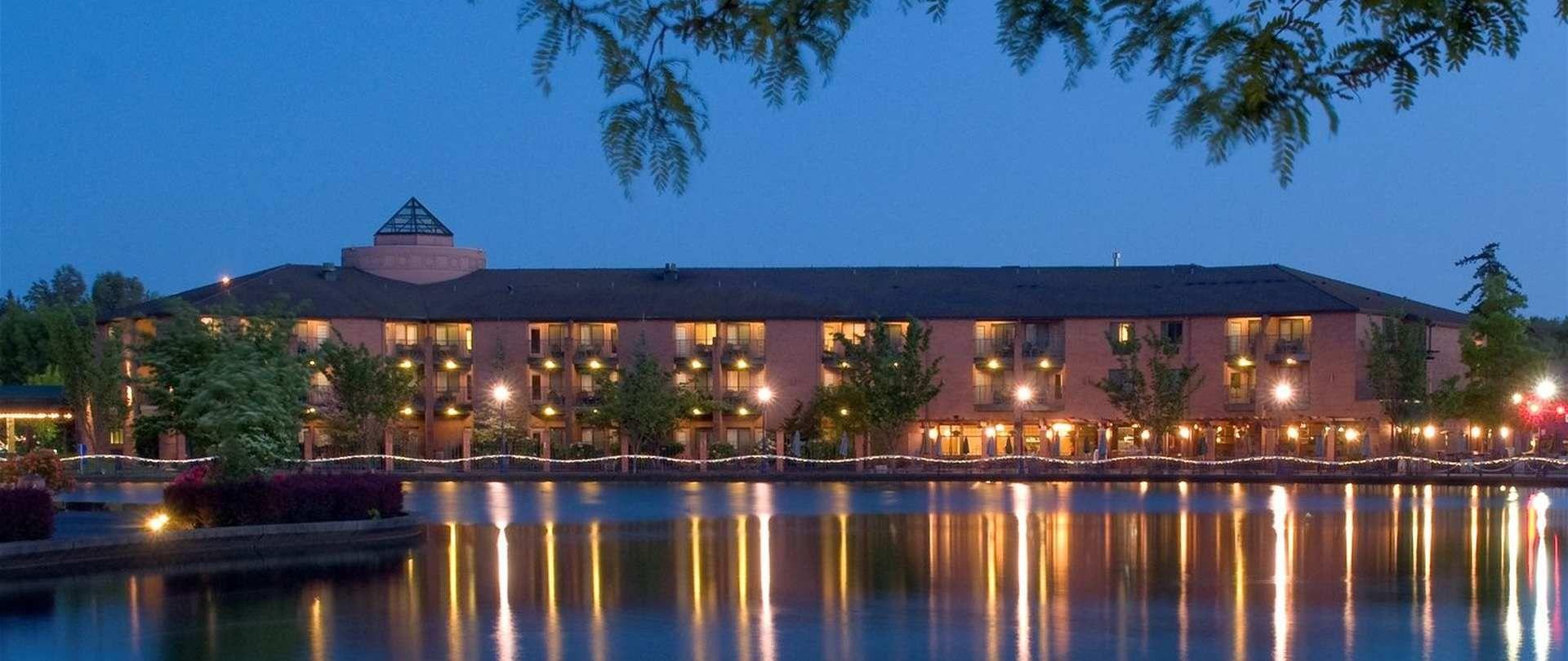 Century Hotel On The Lake At Tualatin Commons