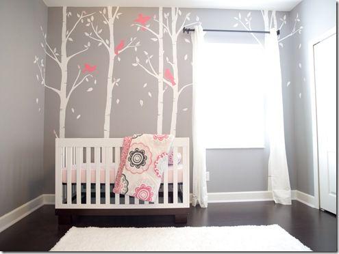 Ideeen Roze Kinderkamer : Babykamer roze met grijs en mooie boomschildering op de muur