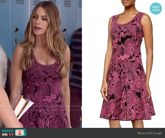 Gloria's pink and black patterned dress on Modern Family.  Outfit Details: http://wornontv.net/52493/ #ModernFamily