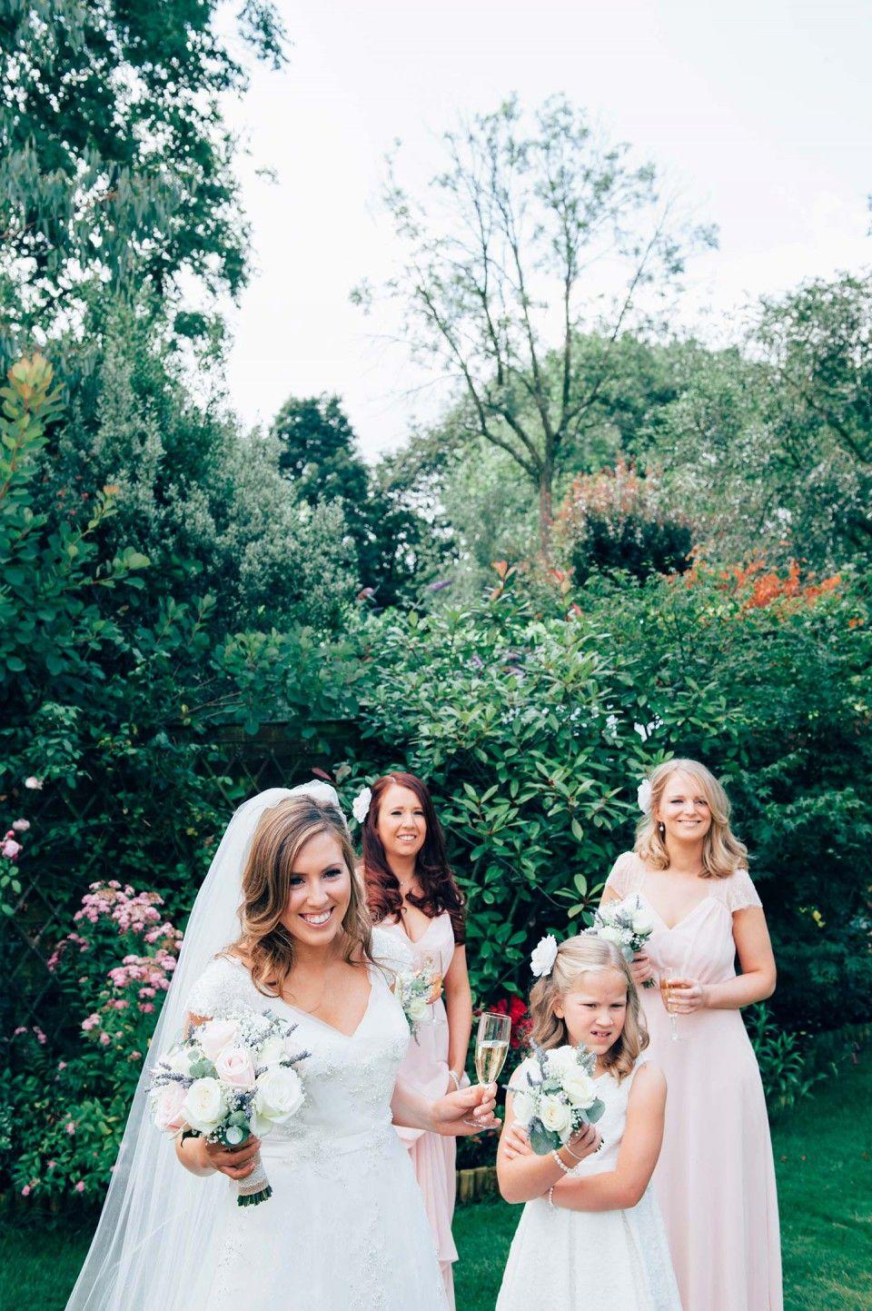 Clare & Chris: Shabby-Chic-Hochzeit im englischen Garten ...