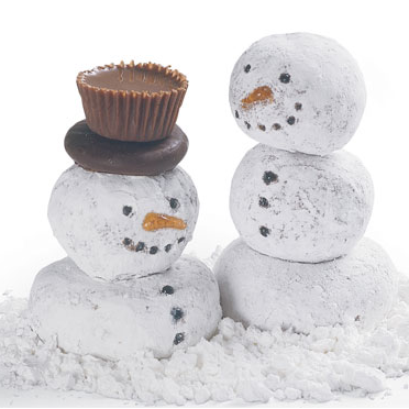 Doughnut Snowmen! How cute would this be to make them for holiday family dinners?