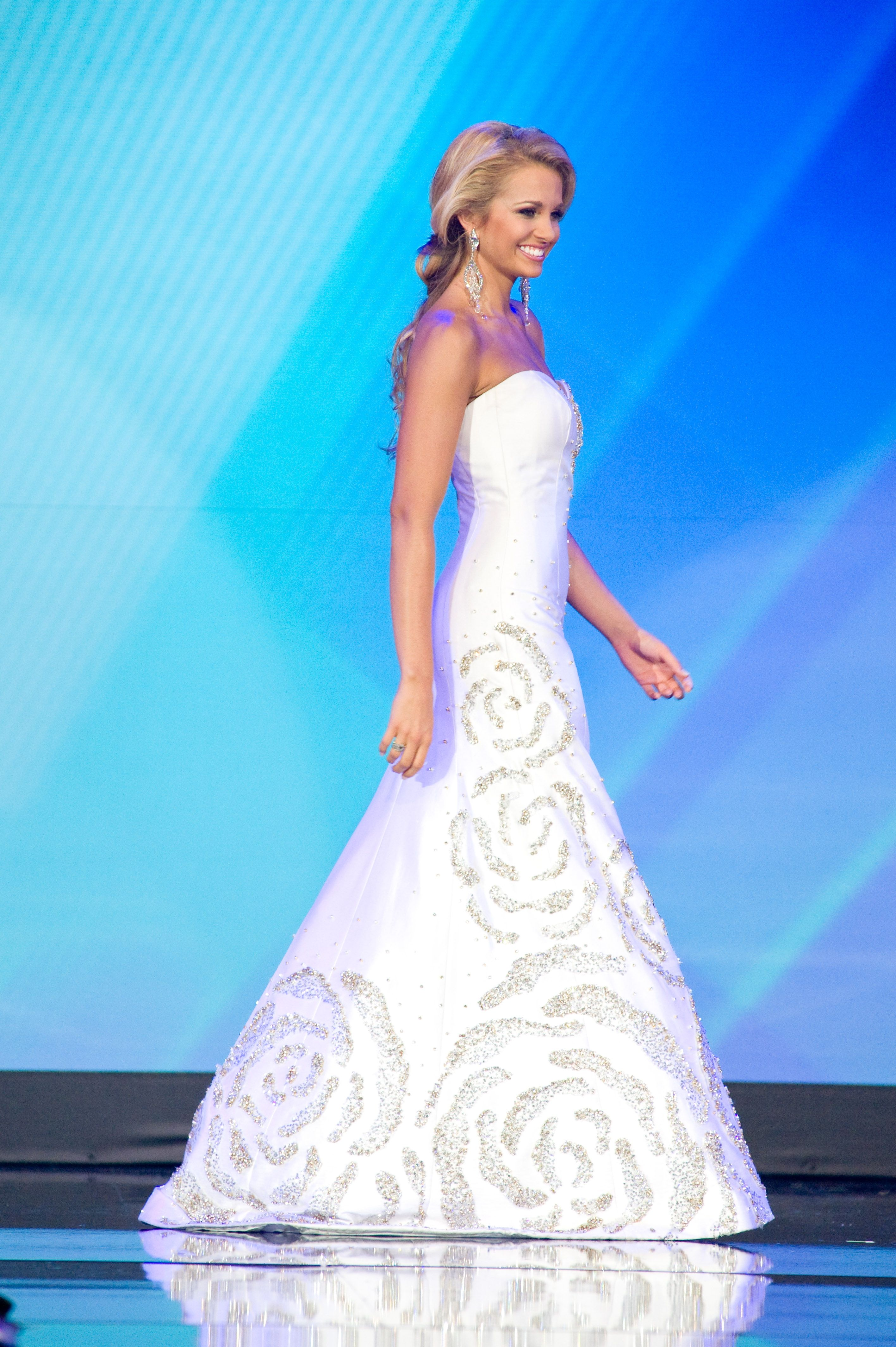 Danielle Doty\'s Winning Gionni Straccia gown from Elizabeth Anthony ...
