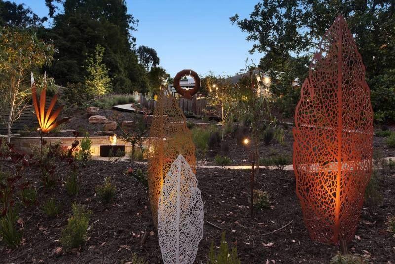 Décoration jardin - le rôle de la sculpture et de la jardinière