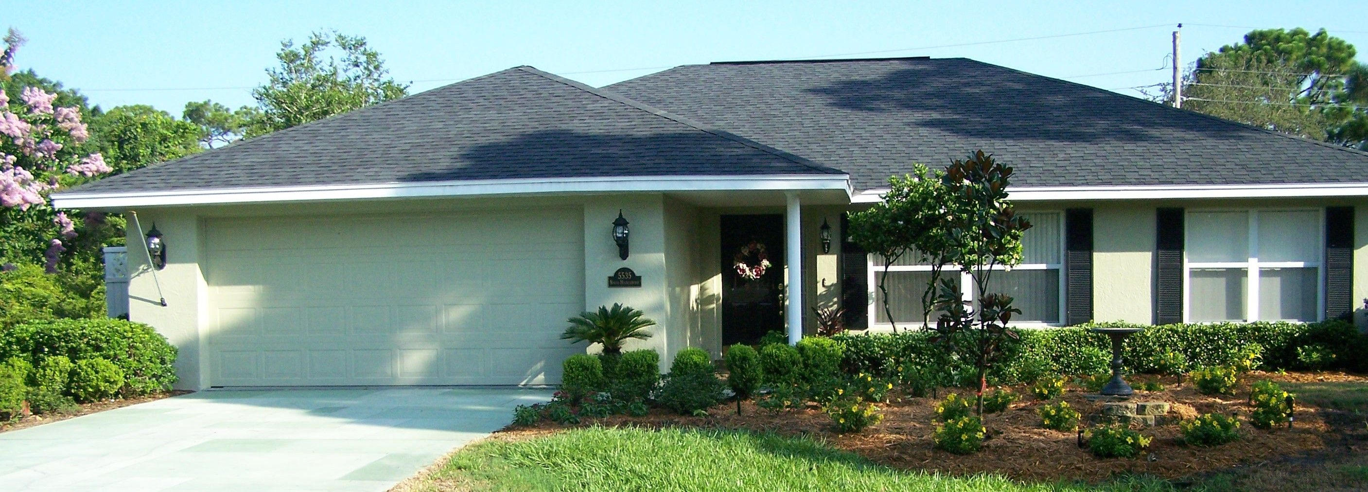 Exterior house color schemes with black shutters - Exterior House Color Schemes With Black Shutters