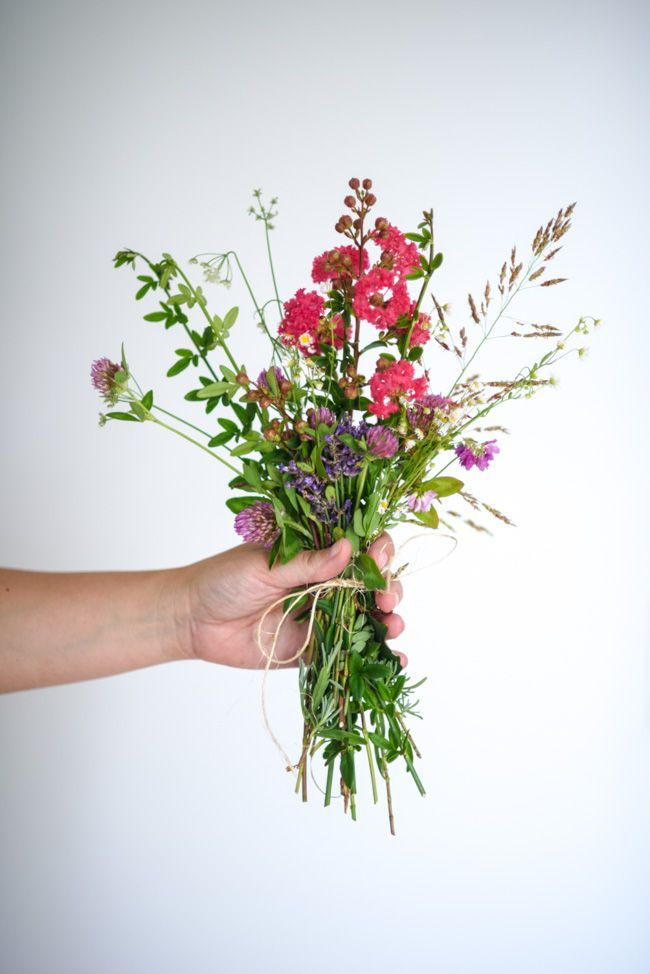 How to Make a Backyard Flower Bouquet @amgreetings #sponsored