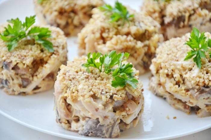 Салат с кальмарами и грибами