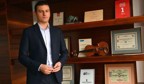 Как Българската фондова борса (БФБ) помогна на Ангел Рабаджийски да направи кариера, за която биха завидели и на Wall Street: http://www.karieri.bg/2616160.