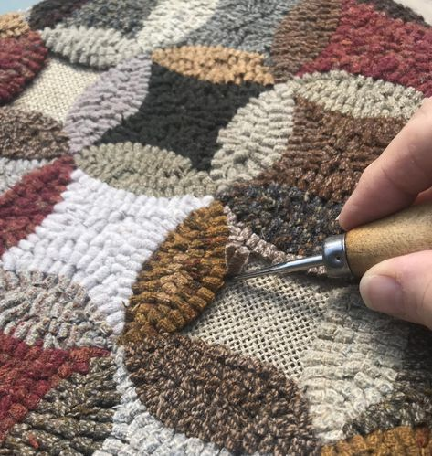 DIAMONDS IN CIRCLES Rug pattern for hooking and pu