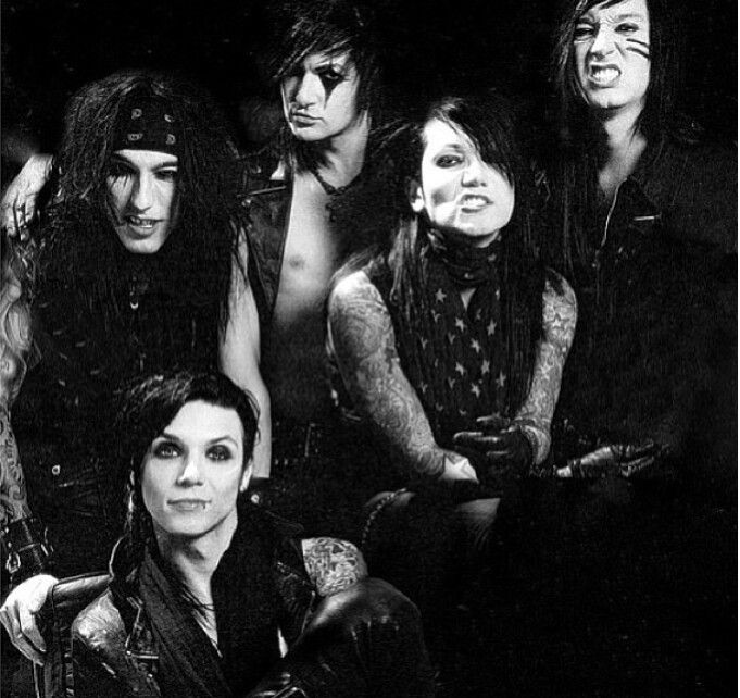 Andy Biersack, Jake Pitts, Ashely Purdy, Jinxx, and CComa. <3 Black Veil Brides