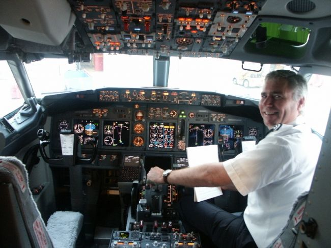 53ae3b6dadd8 Southwest Airlines Boeing 737 NG Flight DeckThat s the captain