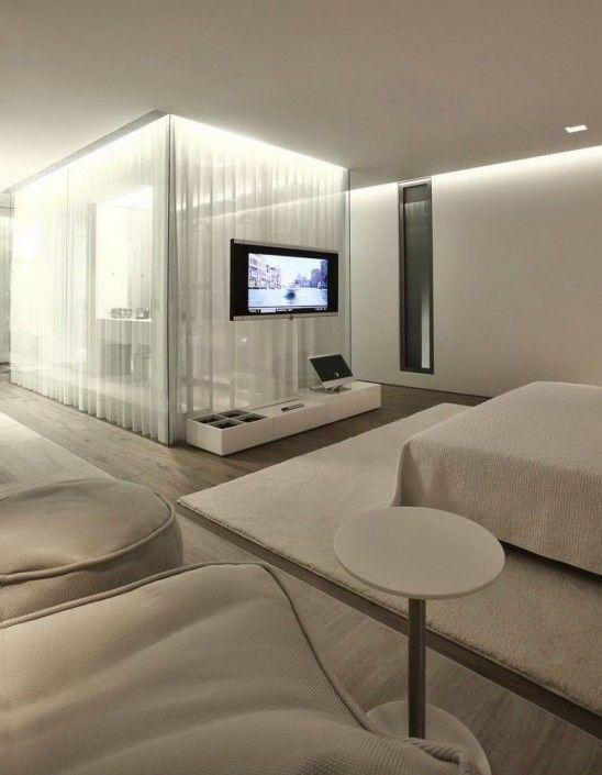 schlafzimmer gestaltung mit teppich weiß und bettdecke weiß als
