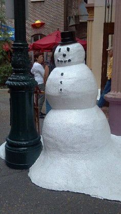 How To Make A Giant Fake Snowman Any Holiday Diy Diy