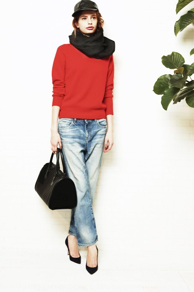 kint ¥39,900 denim ¥29,400 cap ¥22,050 snood ¥60,900 bag ¥57,750 pumps ¥79,800