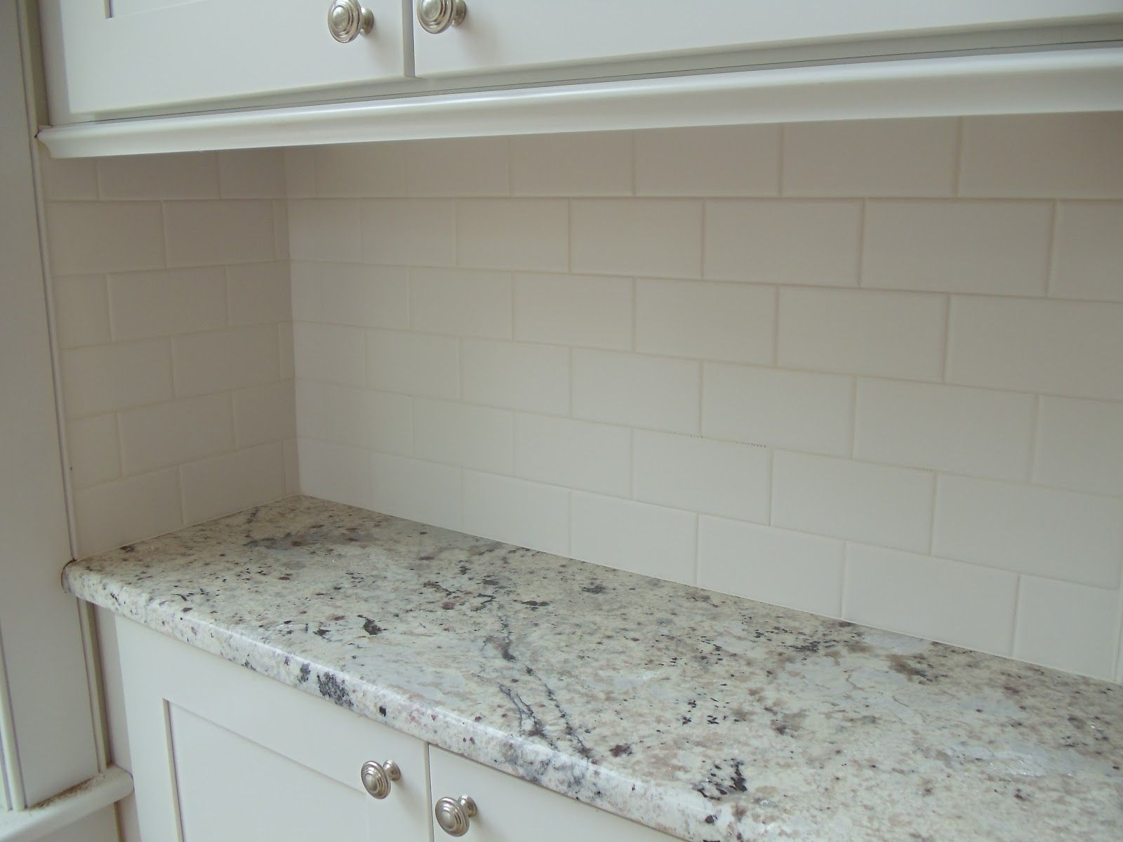 Traditional White Porcelain Subway Tile Kitchen Back Splash
