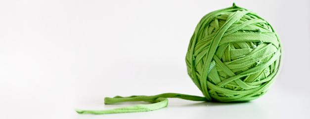 DIY - Anleitung: Aus einem alten Shirt Textilgarn selbst herstellen.