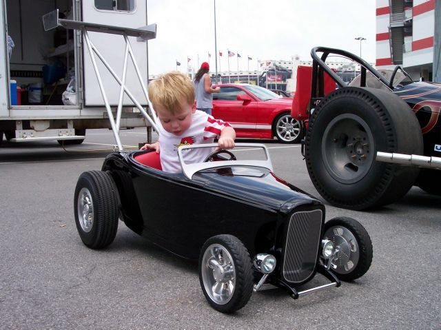 voitures p dales page 10 wagons pinterest page voitures et voiture jouet. Black Bedroom Furniture Sets. Home Design Ideas