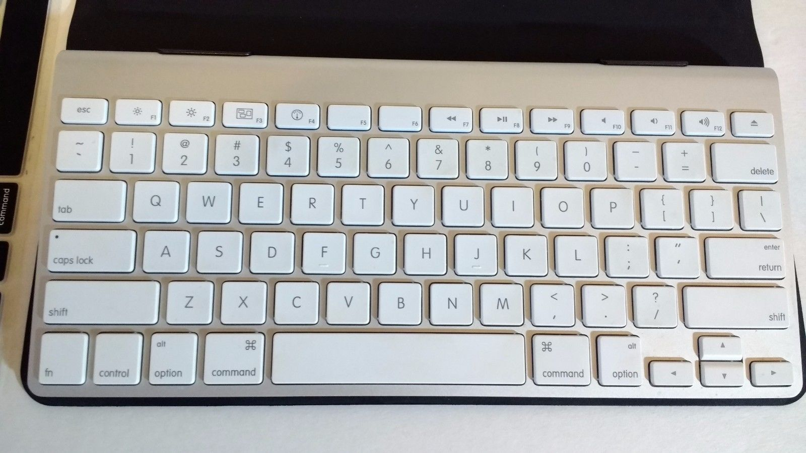 Incase Origami case for Apple Wireless Keyboard – Product Reviews Net | 900x1600
