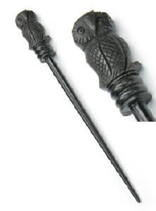 wooden hairstick with a lovely owl.....awwww <3