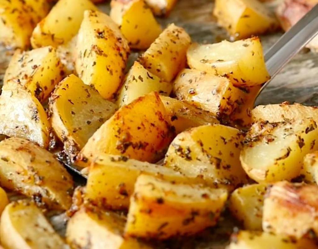 Voici la recette à conserver pour préparer des pommes de terres à la grecque parfaites à tous ...