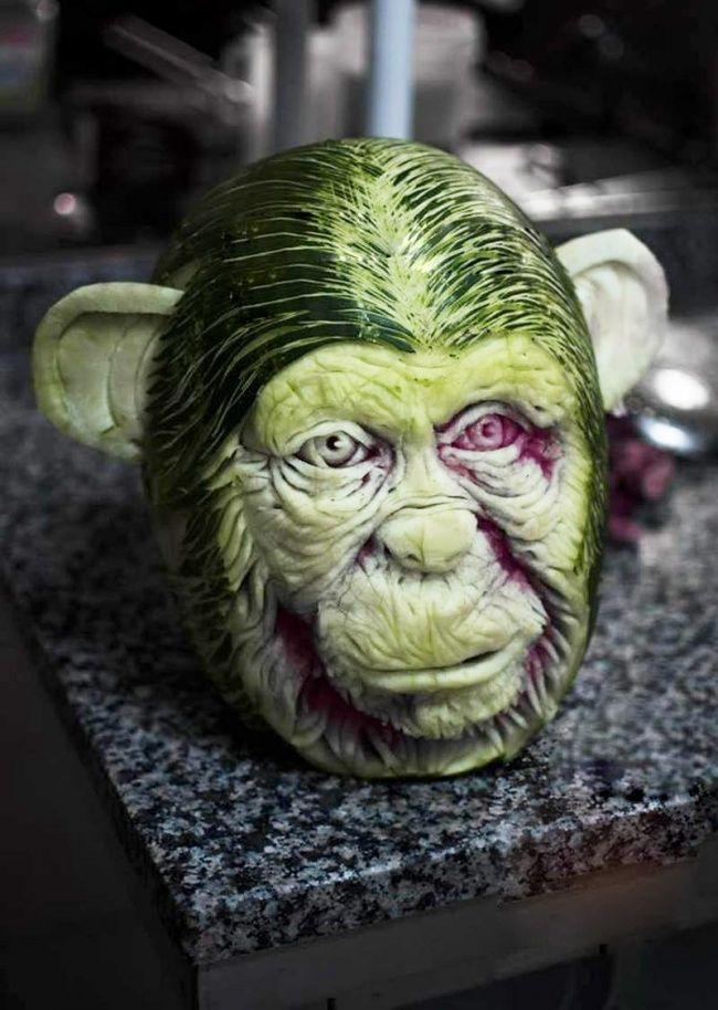 Un artista crea verdaderas esculturas con sandías y le quedan geniales