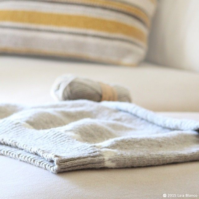 I'm still knitting my first jumper! Making baby steps #laliwhite #laiablanco #laliwhitethemakery #diy #handmade #maker #tejer #knit #knittingaddict #knitting #jersey #jumper #lana #wool #hardwork #handmade #laliwhite