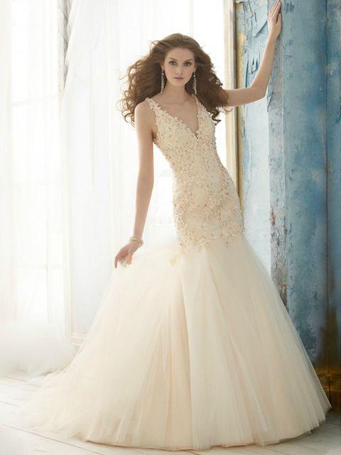 Vestido de Novia Cuello V con Apliques y Falda de Tul | novias ...