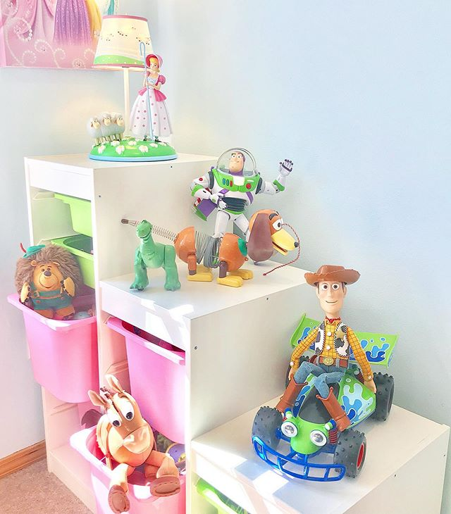 This Bo Peep Lamp From Target Is Perfect For Our Girl S Playroom And It Gave Me An Excuse To Decorate This Toy Organizer W Playroom Toy Organization Kids Room