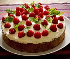 Cake with Rasperries