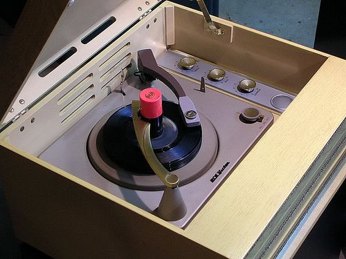 1955 RCA Victor 6-HF-5 Spinning 45's by 45 Victrola, via Flickr