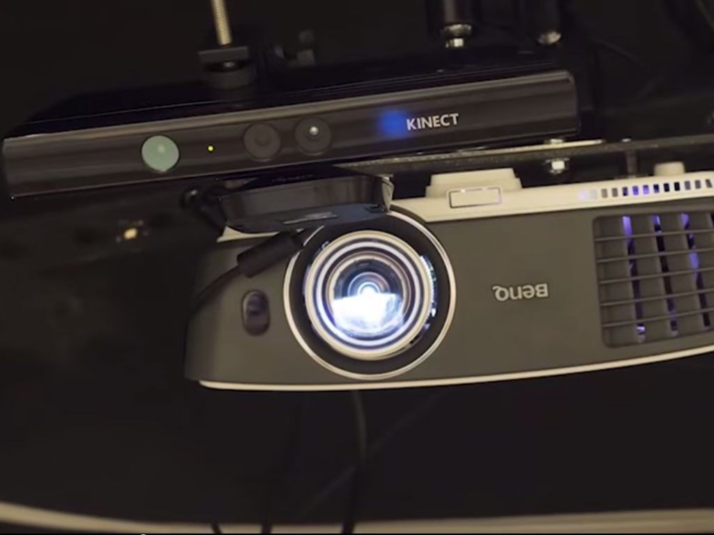 Le mostramos cómo es RoomAlive, el nuevo juguete de Microsoft que convierte su cuarto en un mundo de videojuegos.