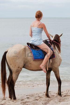 Chica paseos a caballo
