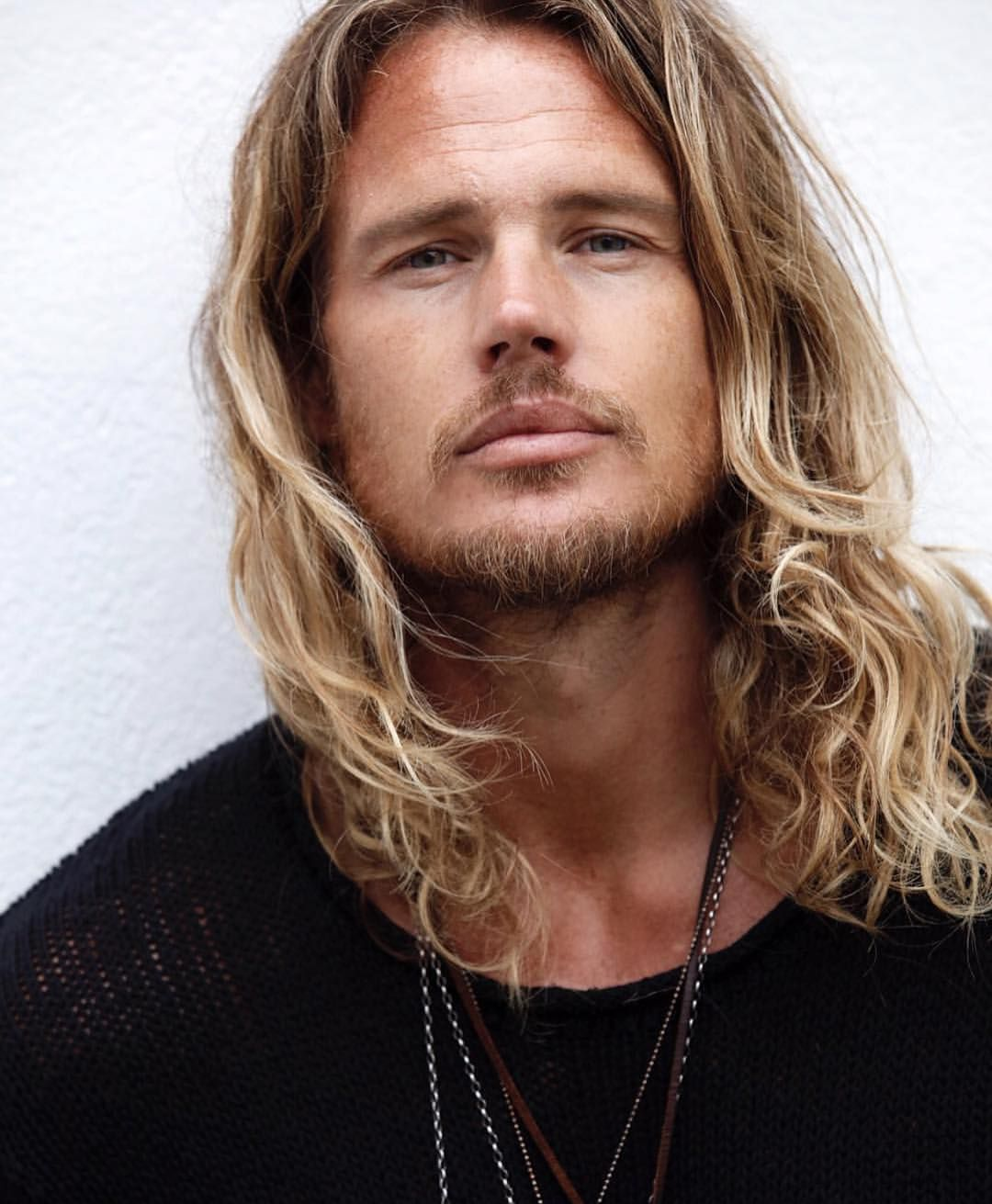 Surfer Hairstyles For Men Hairmenstyle Official Hairmenstyle O Fotos Y V Deos De